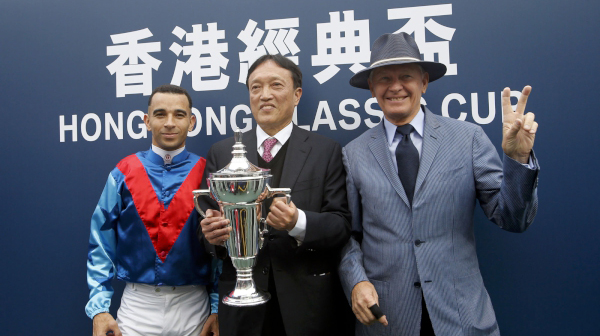 Connections share their happiness with media following the success of Rapper Dragon in the Hong Kong Classic Cup.