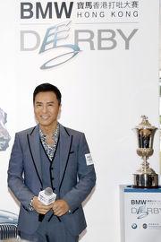 圖十, 十一<br> 著名演員甄子丹第五度榮任「打吡大使」,於活動上與寶馬5系列房車及寶馬香港打吡大賽獎盃留影,並表示將於3月19日親臨沙田馬場為參賽馬匹打氣。