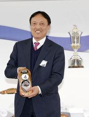 「佳龍駒」的馬主洪祖杭今早為其愛駒抽得第四檔。