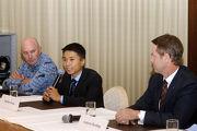 圖4, 5: 潘明輝於會上接受傳媒提問談及他的目標。