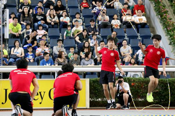 第八區:同看繽紛SHOW,適合一家大小觀賞的表演,包括香港跳繩代表隊的世界跳繩冠軍表演、獨輪車、非洲鼓及木偶劇場 。