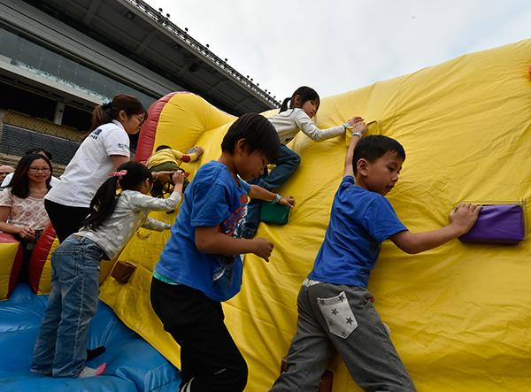 第九區:同闖氣墊城,各款大型充氣關卡讓家長與子女一起大展身手,同心闖關。