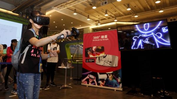 第三區:同進虛擬實境,參加者透過虛擬實境(VR)遊戲,可感受猶如置身另一世界的奇幻感覺。