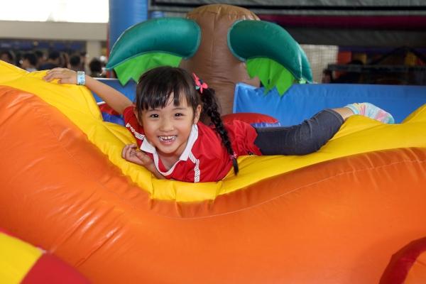 第六區:同遊小天地,迷你充氣遊戲讓好動的小朋友發揮運動潛能。