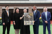 Club Chairman Dr Simon Ip presents a commemorative photo frame to Mrs Tisa Li.