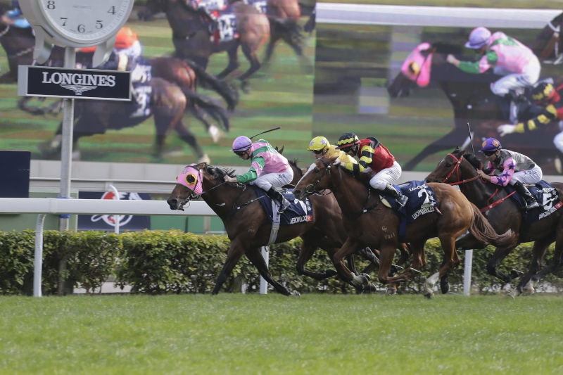 Aerovelocity gets the better of Lucky Bubbles in the G1 LONGINES Hong Kong Sprint at Sha Tin.
