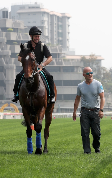 Kevin Bradshaw atop Convey with Mark Westgate (right) at Sha Tin this morning.