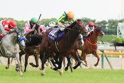 「神燈光照」在騎師川田將雅胯下勝出一級賽安田紀念賽。香港代表「美麗大師」(左二) 及「詠彩繽紛」(最右) 分別跑第六及第十名。