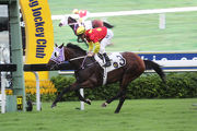 Zac Purton guides Best Reward to a fourth straight win in the HKU Faculty Of Medicine Handicap.