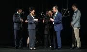 馬會行政總裁應家柏先生(右二)、行政長官林鄭月娥女士(左二)及創不同協作主席黃英琦女士(右三)等共同主持「MaD Festival 2017國際年會」的開幕禮。