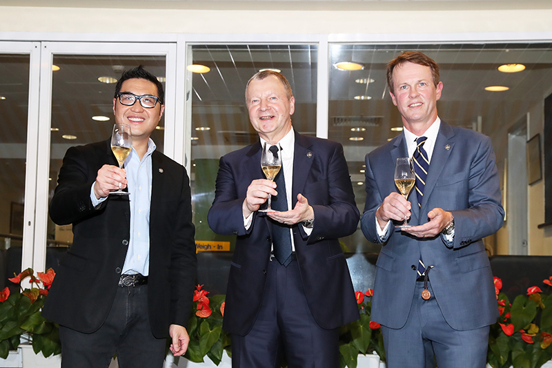 Club CEO Mr. Winfried Engelbrecht-Bresges, Executive Director of Racing Mr. Andrew Harding and Executive Director of Customer and International Business Development Mr. Richard Cheung toast to the successful conclusion of the 2017/18 Hong Kong racing season.
