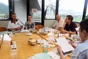 圖二、圖三: 郭立基(左二)在受薪董事兼牌照委員會秘書韋敦彥(左一)陪同下出席傳媒早餐會。<br /> <br />