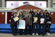 Club Chairman T Brian Stevenson (3rd from left, 1st row) offers congratulations to four Club employees who have successfully obtained certification under the Recognition of Prior Learning (RPL) mechanism. They are Level 3 RPL certificate recipients Anita Mok Lai-fun (1st from left, 1st row), Chan Hon-man (3rd from right, 1st row) and Lo Wai-yin (2nd from right, 1st row), as well as Zoey Lee Tsz-ying (2nd from left, 1st row) who receives a Level 2 RPL certificate.