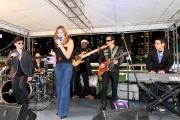 現場樂隊於每場之間獻唱,為這項年度盛事增添熱鬧氣氛。