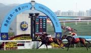 由約翰摩亞訓練的「步步友」,於香港經典一哩賽力抗其廄侶「威爾頓」的挑戰,勝出此項四歲馬系列首關賽事。